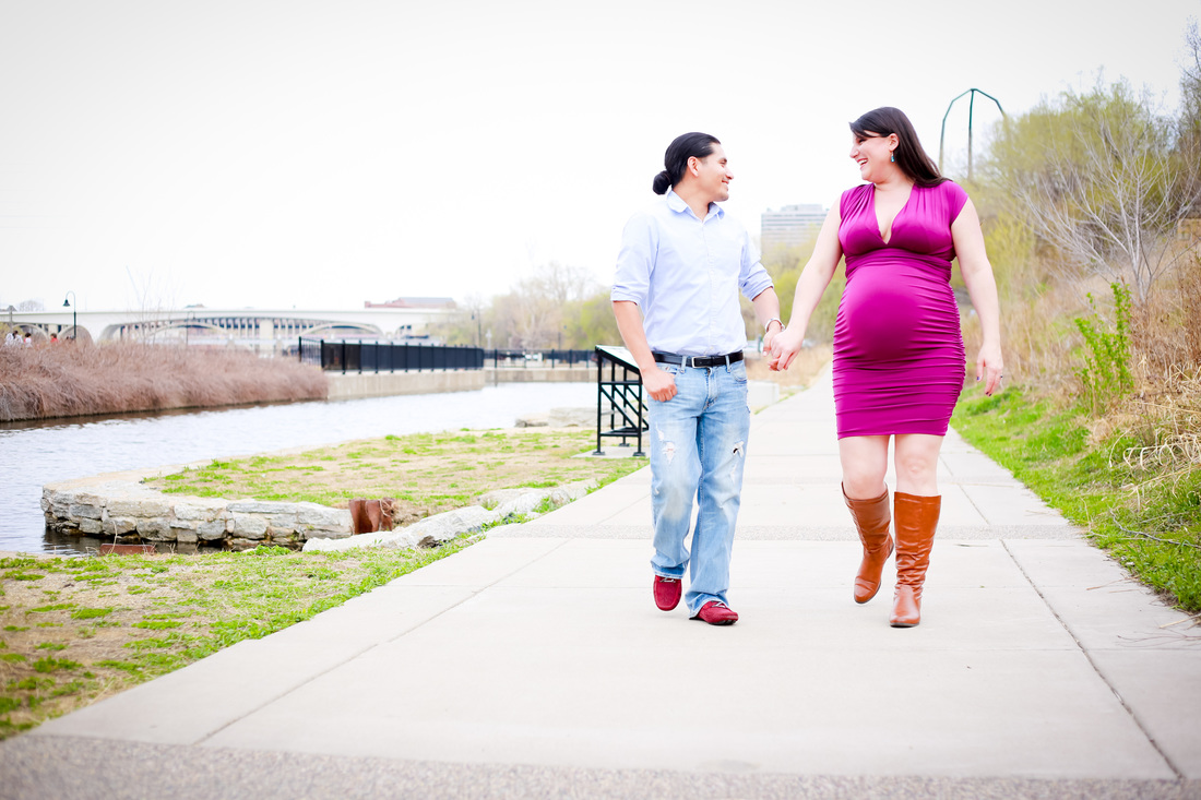 Outdoor maternity session in downtown Milwaukee, WI by Kelsey Jorissen Photography