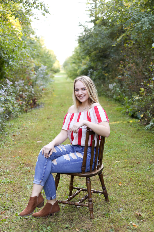 Rustic trail senior portrait photography in Franklin, WI by Kelsey Jorissen Photography