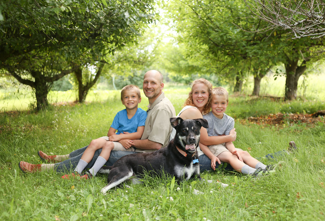 Family portraits plus the dog on the farm in Sussex, WI by Kelsey Jorissen Photography