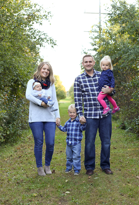 outdoor family portraits in Franklin, WI by Kelsey Jorissen Photography