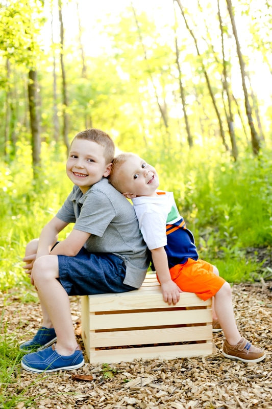 Kelsey Jorissen Photography of Milwaukee, WI photographs rustic outdoor family portraits